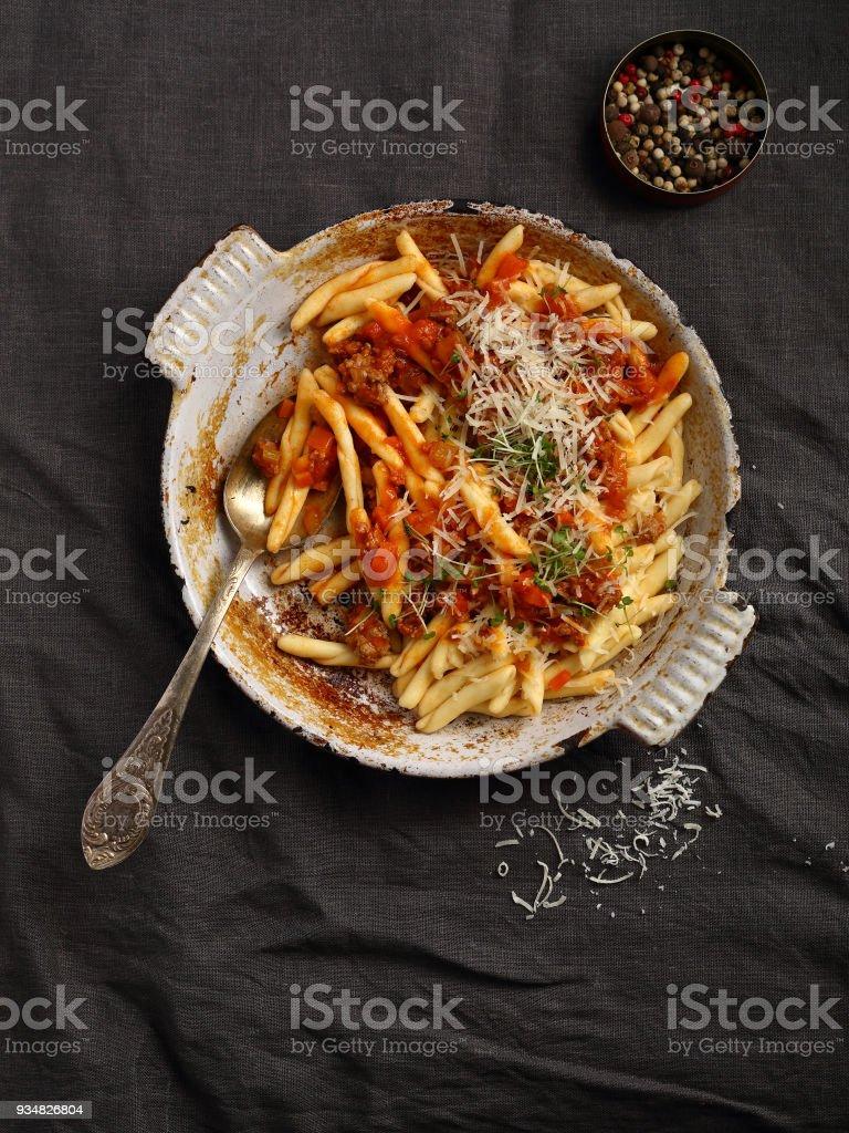 음식 위에 빨간 소스 파스타 - 로열티 프리 0명 스톡 사진