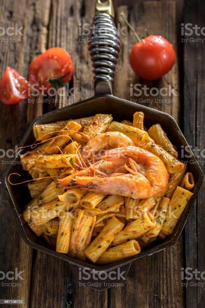Nudeln mit Tomaten Sauce Lizenzfreies stock-foto