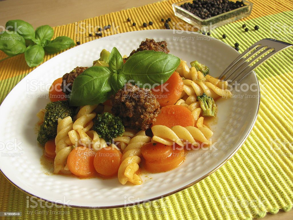 Pasta with vegetables and little meat balls in tomato sauce royalty free stockfoto