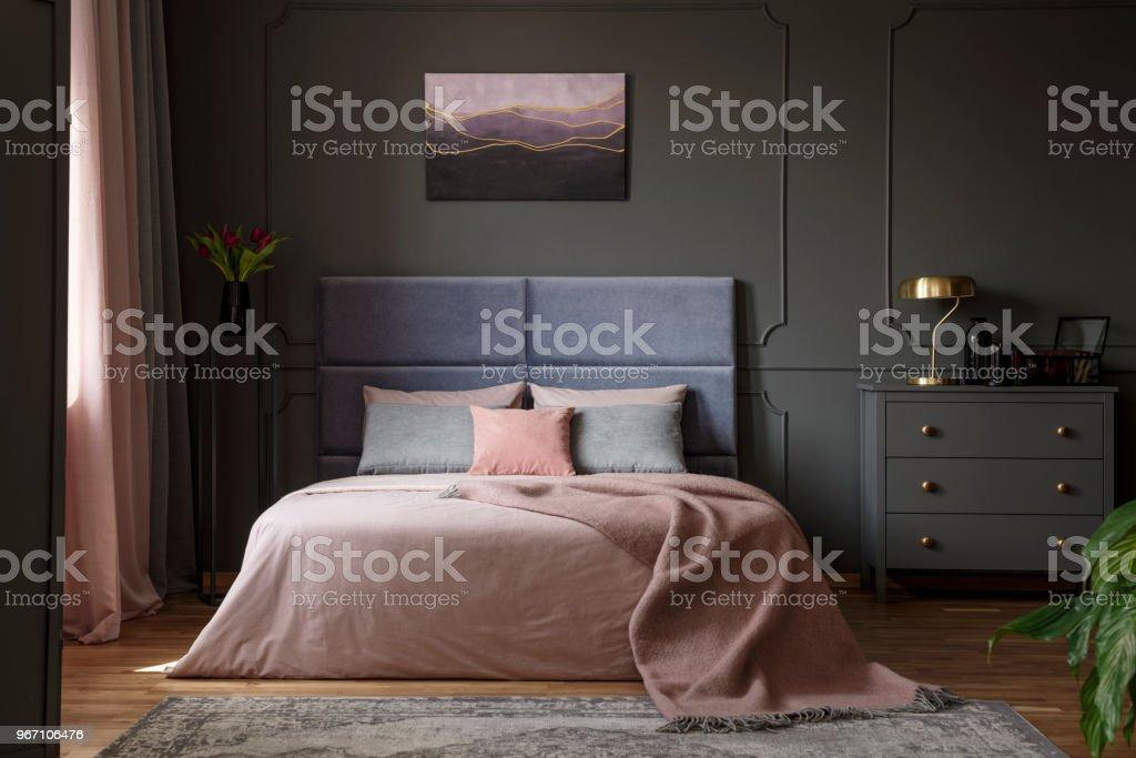 Schon Pastell Schlafzimmer Innenraum Mit Malerei Lizenzfreies Stock Foto