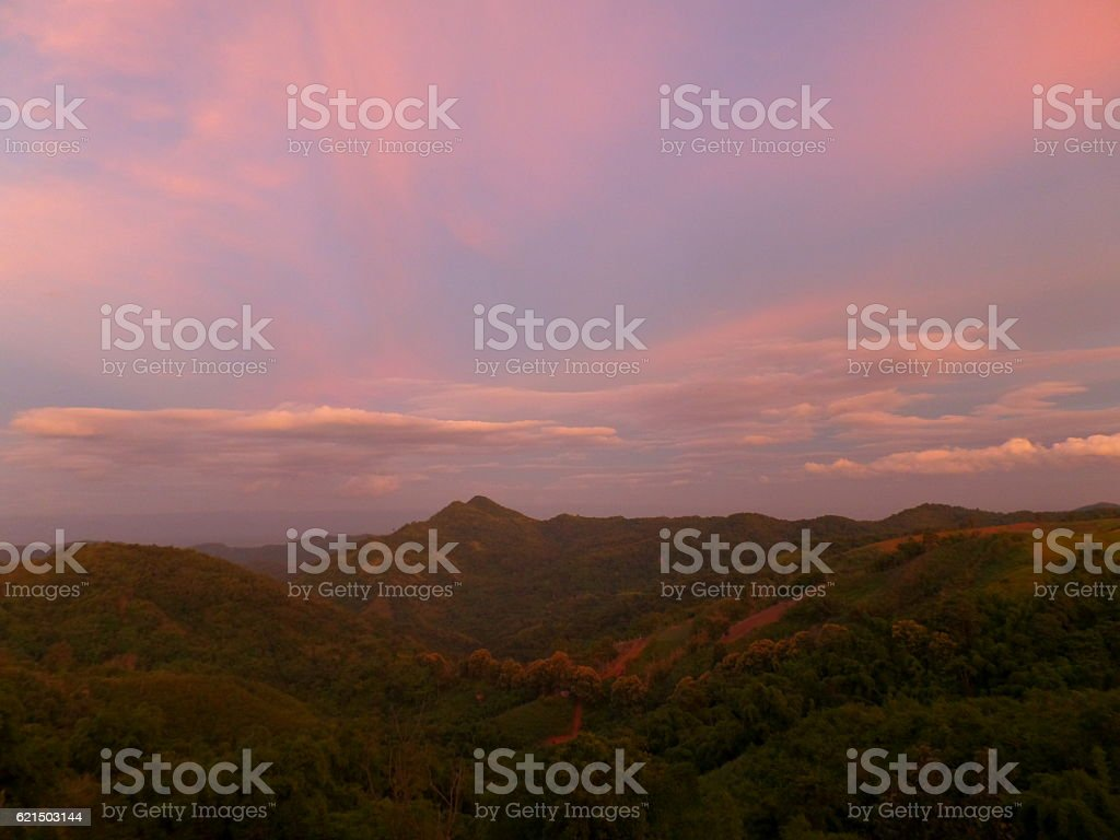 Pastel Blue and Pink of Sunset Sky over Mountain Range Lizenzfreies stock-foto