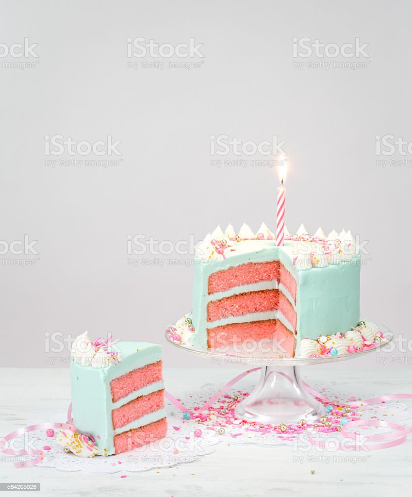 Pastel Blue Birthday Cake With Pink Layers Lizenzfreies Stock Foto