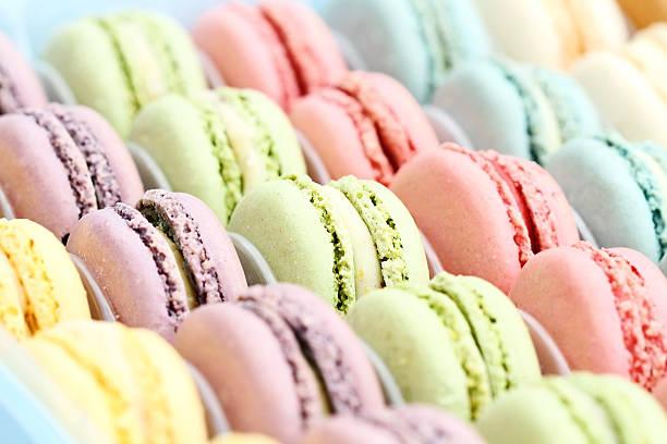colorido pastel de macarons - macaroon - fotografias e filmes do acervo