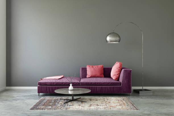 pastell farbigen sofa mit leeren wandschablone - wohnzimmergarnitur stock-fotos und bilder