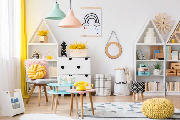 pastell kinder spielzimmer interieur - telefonschrank stock-fotos und bilder