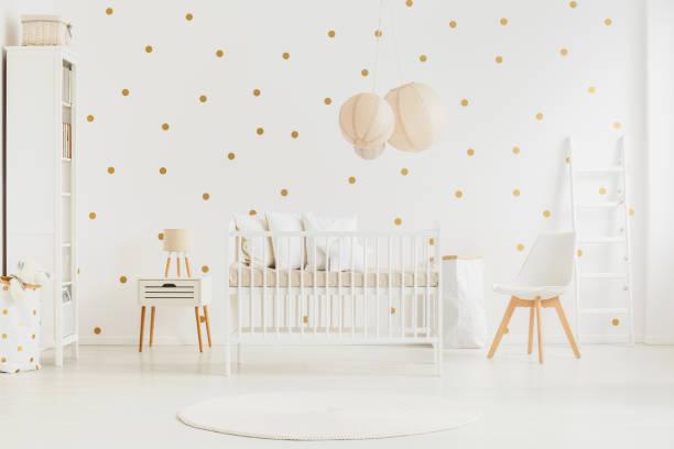 pastel lantaarns boven baby's bed - background baby stockfoto's en -beelden