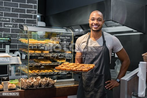 istock Pastry chef holding small pastry 693280570