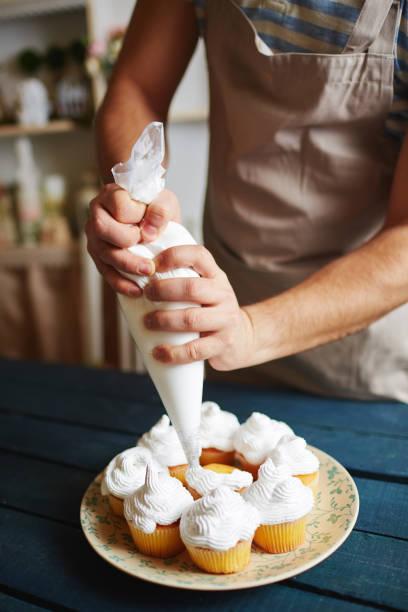 pastry chef in traditional shop - cupcake, zuckerguss stock-fotos und bilder