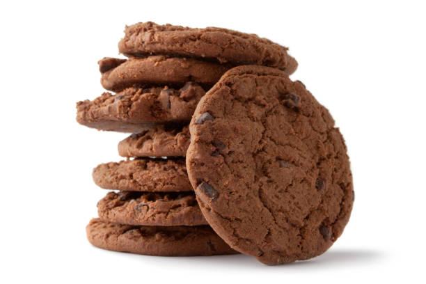 kleingebäck: chocolate chip cookie - schokoladenplätzchen stock-fotos und bilder