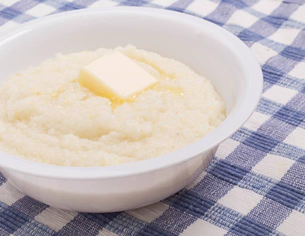 pat de manteiga em uma tigela de cereais detalhe - rolão - fotografias e filmes do acervo
