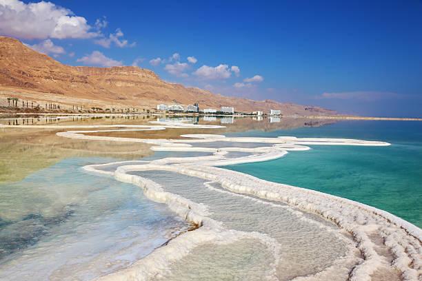 ścieżka z soli w wodzie - morze martwe zdjęcia i obrazy z banku zdjęć