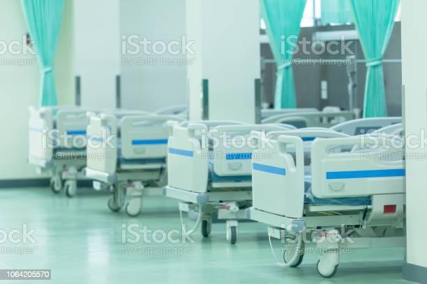 室内装飾家具の病院で患者用ベッド - からっぽのストックフォトや画像を多数ご用意