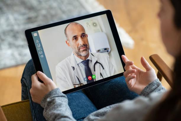 consulta en línea del paciente - telehealth fotografías e imágenes de stock