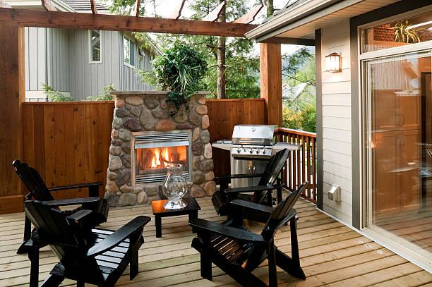 patio-deck - grillstein stock-fotos und bilder