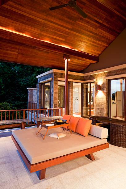 terrasse einer luxury villa phuket, thailand - ferienhaus thailand stock-fotos und bilder