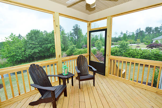 terrasse von einer luxuswohnung - verandas stock-fotos und bilder