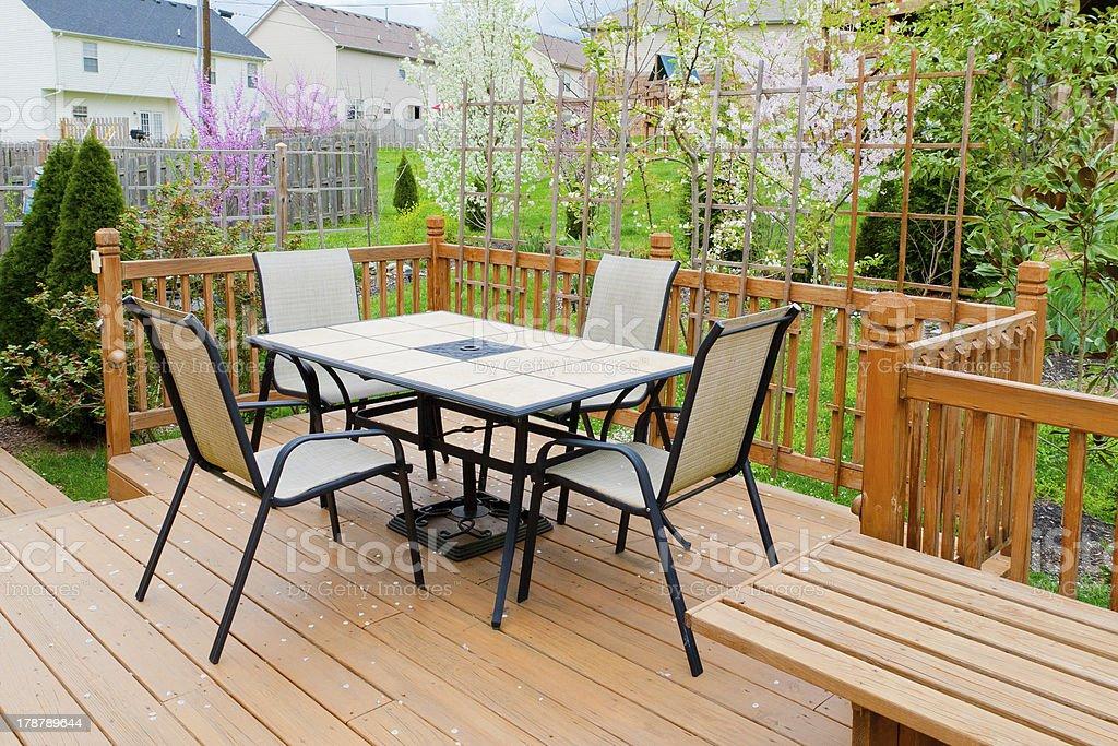 Terrasse der Familie zu Hause im Frühjahr. – Foto