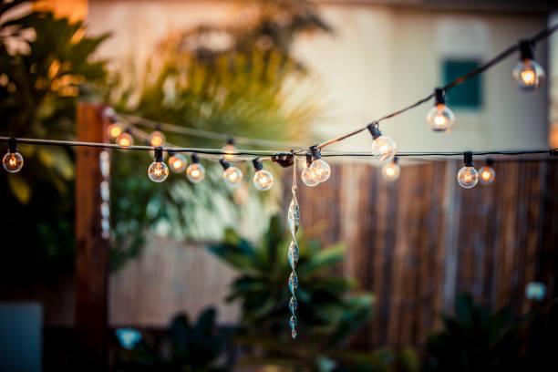 terrasse-lichterketten - terrassen lichterketten stock-fotos und bilder