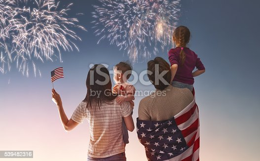 539482224 istock photo Patriotic holiday and happy family 539482316