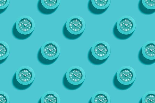 淺藍色背景下的藍色告警模式 - 一個物體 個照片及圖片檔
