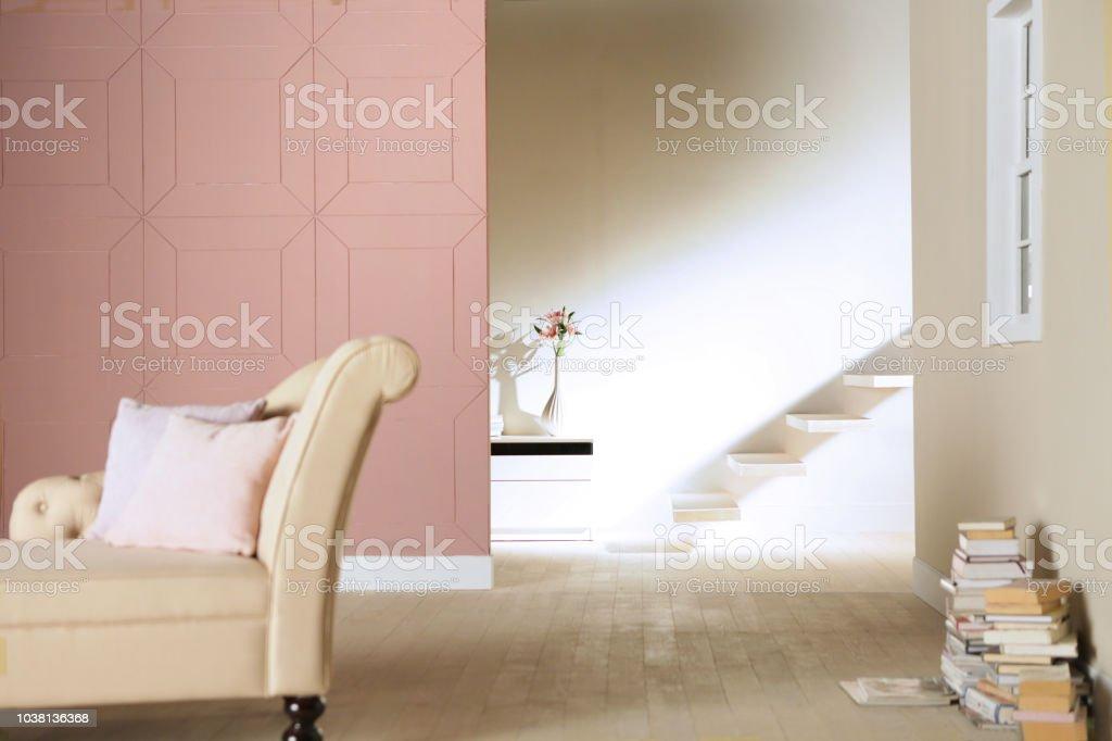 Muster Rosa Wand Und Treppe Im Wohnzimmer Stockfoto und mehr Bilder ...