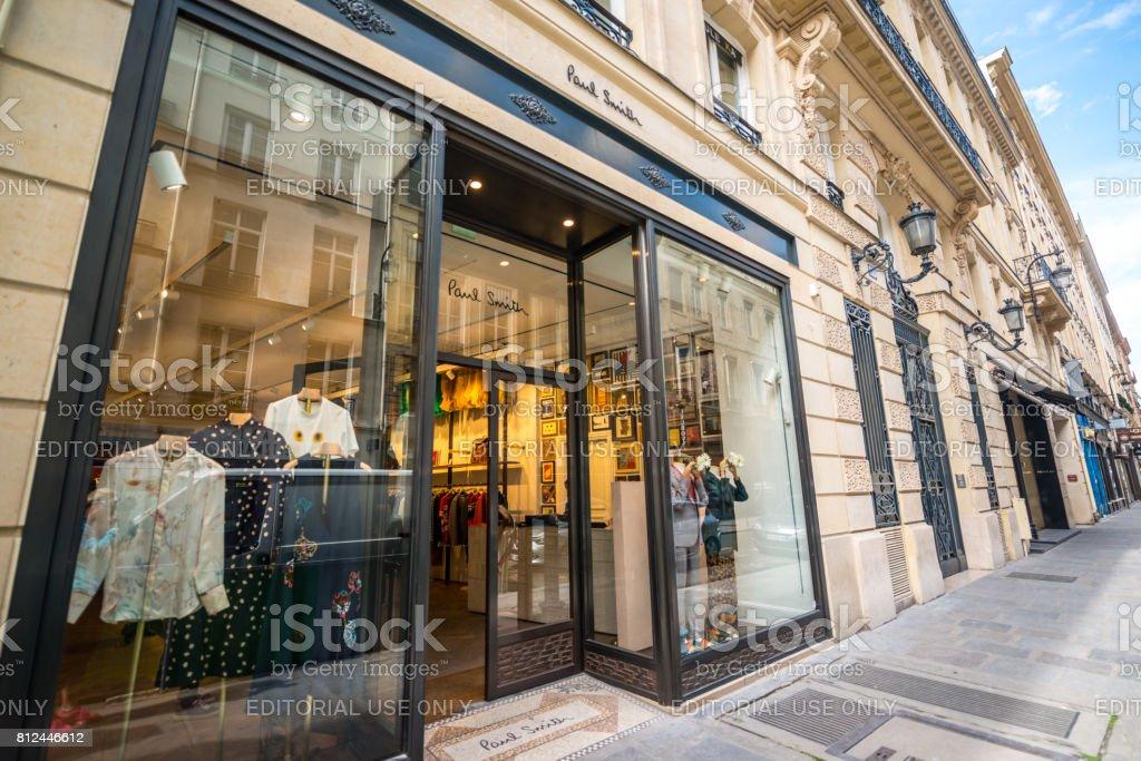 3d2f1ddd8 Tienda De Ropa De Paul Smith En París Francia Foto de stock y más ...