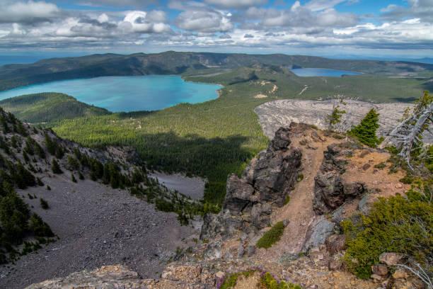 paulina en de oostelijke meren - vulkaanlandschap stockfoto's en -beelden