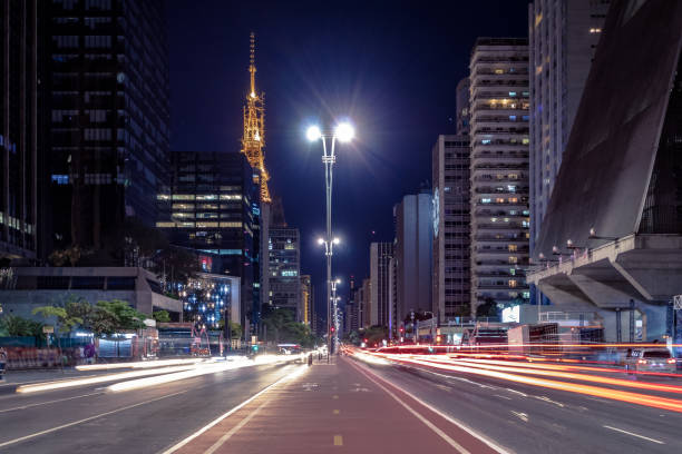 avenida paulista à noite - são paulo, brasil - sao paulo - fotografias e filmes do acervo