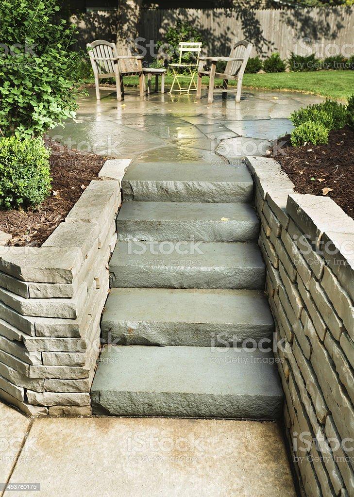 Befestigte Treppe Fuhrt Zur Terrasse Und Garten Stock Fotografie Und