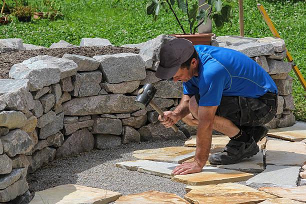 paver nel giardino con placche in marmo - zona pedonale struttura creata dall'uomo foto e immagini stock