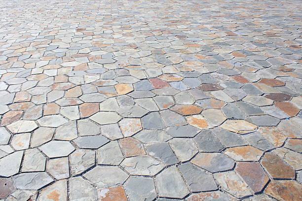 pflastersteinen - naturstein terrasse stock-fotos und bilder