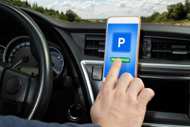 pay parking von smart phone - auto trennwand stock-fotos und bilder