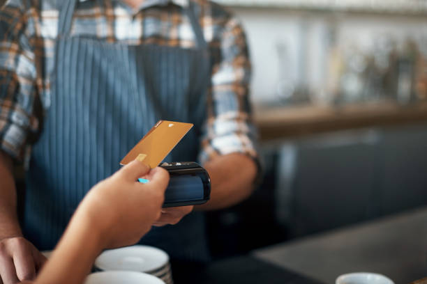 paying made simple - paying with card contactless imagens e fotografias de stock