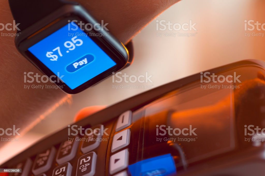 Paying with a smart watch. foto de stock royalty-free