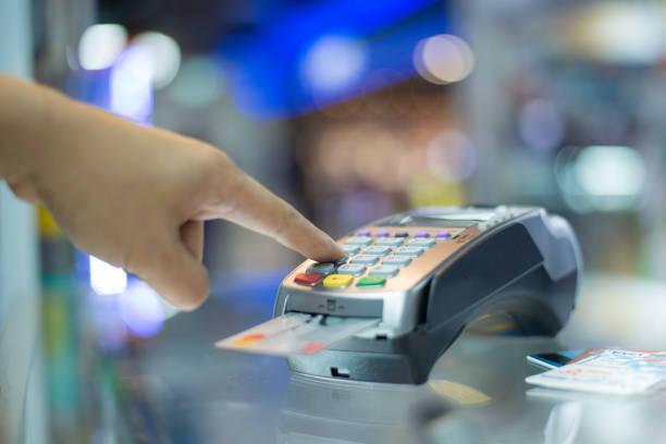płatność kartą kredytową - credit card zdjęcia i obrazy z banku zdjęć