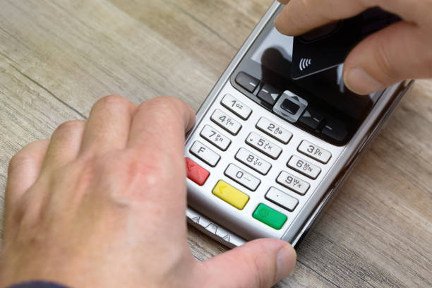 payment contactless with credit card - paying with card contactless imagens e fotografias de stock