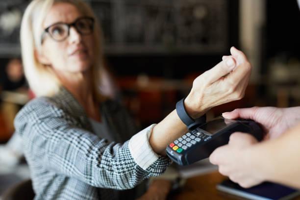 Bezahlung im Café – Foto