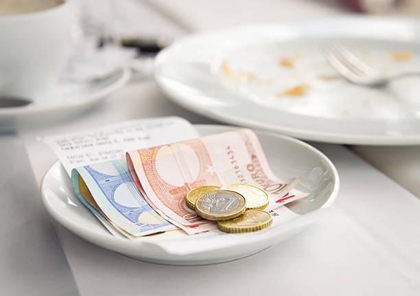 zahlung links für restaurant-menü - eurozahlen stock-fotos und bilder