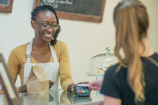 payment - paying with card contactless imagens e fotografias de stock