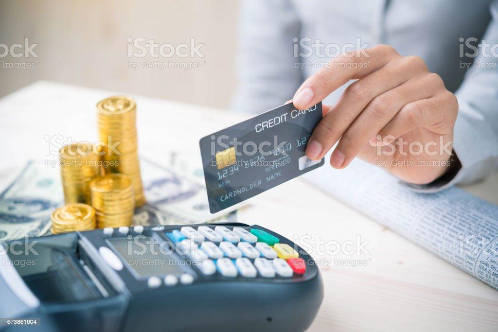 Payment transaction with smartphone photo libre de droits
