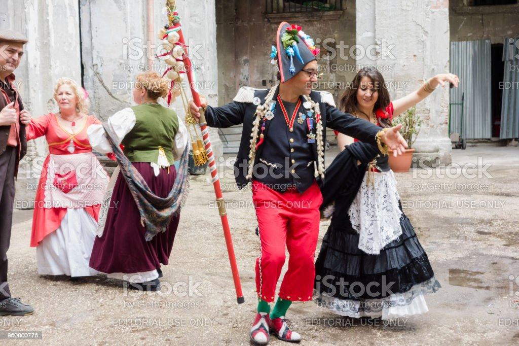 Pazzariello and Neapolitan Traditional Masks Dancing - foto stock