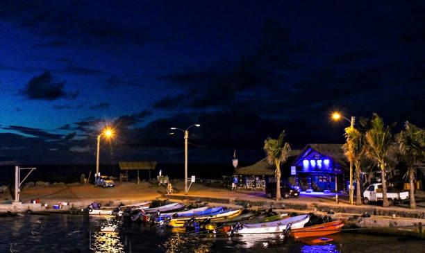 Pea Harbor att night stock photo