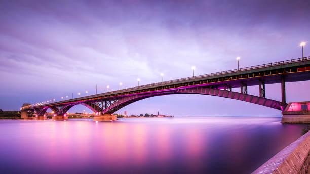 barış köprüsü - bridge stok fotoğraflar ve resimler