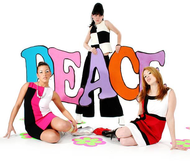 peace - hippie kostüm damen stock-fotos und bilder