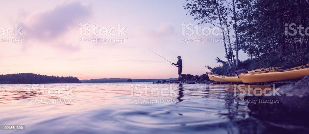 Pêche sur un lac paisible - Photo