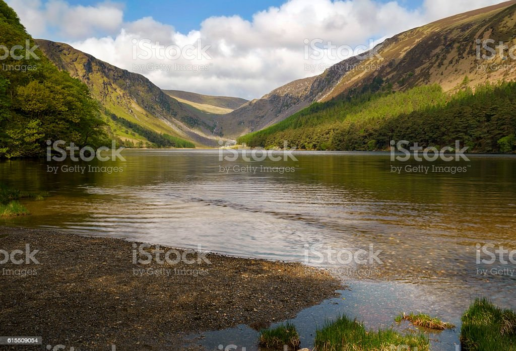 Peaceful lake Glendalough wicklow mountains, ireland foto