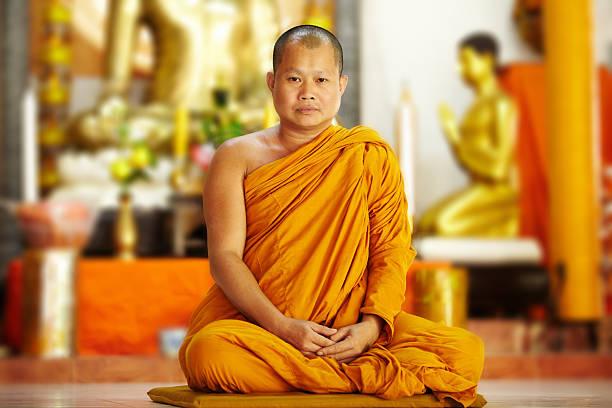 monje pacífica en azafrán batas de baño - hermano fotografías e imágenes de stock