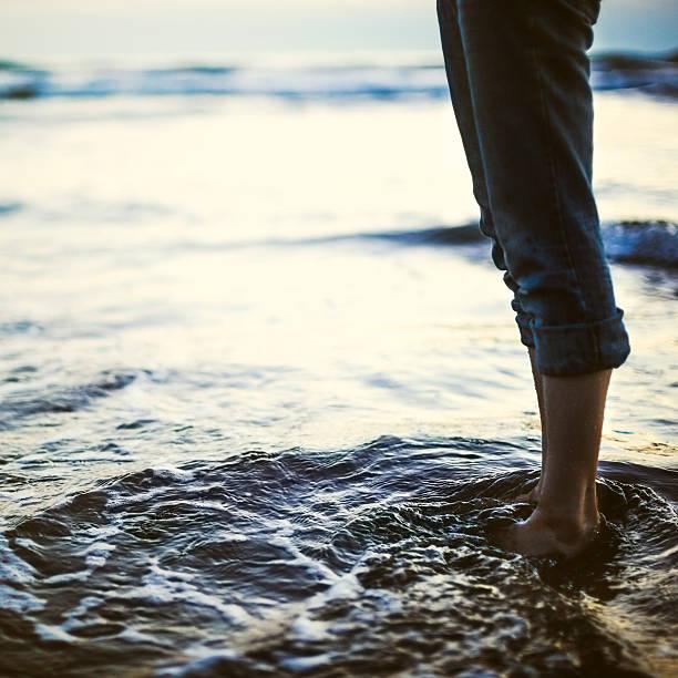穏やかなオレゴンの海岸 - 水につかる ストックフォトと画像