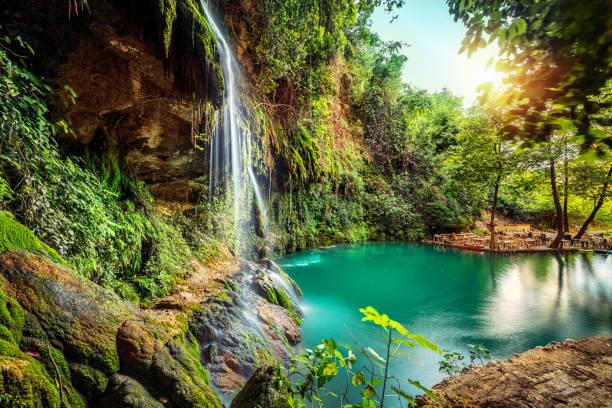 vista pacífica na cachoeira - laguna - fotografias e filmes do acervo