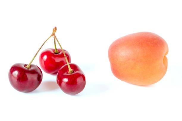 pfirsich und kirschen - essensrezepte stock-fotos und bilder